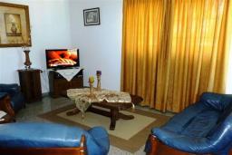 Гостиная. Кипр, Декелия - Ороклини : Двухэтажная вилла недалеко от пляжа с зеленым двориком, 3 спальни, 2 ванные комнаты, Wi-Fi