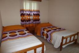 Спальня 2. Кипр, Декелия - Ороклини : Двухэтажная вилла недалеко от пляжа с балконом и видом на море, 4 спальни, 2 ванные комнаты, дворик с барбекю, Wi-Fi