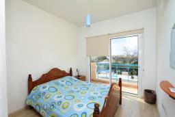 Спальня. Кипр, Гермасойя Лимассол : Мезонет с большой гостиной, тремя отдельными спальнями и двумя ванными комнатами, для 6 человек