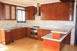 Кипр, Мутаяка Лимассол : Апартамент с большой гостиной, тремя отдельными спальнями и двумя ванными комнатами, для 6 человек