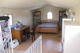 Спальня 3. Кипр, Декелия - Ороклини : Вилла с 4-мя спальнями, зелёным садом и детской площадкой расположена в Ларнаке