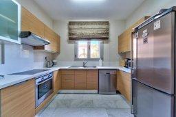 Кухня. Кипр, Св. Рафаэль Лимассол : Великолепная вилла с бассейном и двориком барбекю и патио, 3 спальни, 2 ванные комнаты, парковка, Wi-Fi