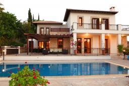 Кипр, Афродита Хиллз : Шикарная вилла с 3-мя спальнями, с бассейном и тенистой террасой с патио