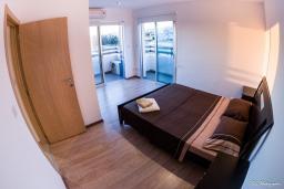Кипр, Мутаяка Лимассол : Апартамент в 20 метрах от пляжа, с гостиной и отдельной спальней, для 2 человек