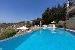 Бассейн. Кипр, Афродита Хиллз : Шикарная вилла с 5-ю спальнями, с бассейном с джакузи, с lounge-зоной, расположена в Афродита Хиллз