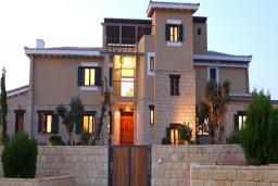 Кипр, Афродита Хиллз : Потрясающая вилла с 5-ю спальнями, с бассейном,с пышным садом, расположена в Пафосе