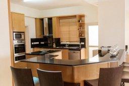 Кухня. Кипр, Декелия - Ороклини : Потрясающая вилла на побережье Ларнаки с видом на море, с 5-ю спальнями, с бассейном, уютным патио и барбекю