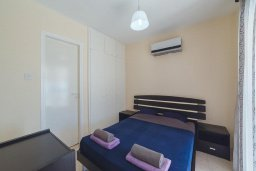 Спальня. Кипр, Корал Бэй : Роскошный апартамент в комплексе с бассейном и теннисным кортом, 100 метрах от пляжа, с гостиной, двумя спальнями, двумя ванными комнатами и террасой с видом на море