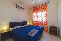 Спальня 2. Кипр, Корал Бэй : Роскошный апартамент в комплексе с бассейном и теннисным кортом, 100 метрах от пляжа, с гостиной, двумя спальнями, двумя ванными комнатами и террасой с видом на море