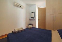 Спальня. Кипр, Корал Бэй : Роскошный апартамент в комплексе с бассейном и теннисным кортом, 100 метрах от пляжа, с гостиной, двумя спальнями и балконом с видом на море