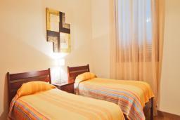 Кипр, Афродита Хиллз : Прекрасная вилла с 3-мя спальнями, с бассейном, зелёным садом, с патио и барбекю, расположена в Афродита Хиллз
