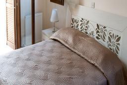 Кипр, Афродита Хиллз : Вилла с видом на море, с 3-мя спальнями, с бассейном, зелёным двориком и барбекю, расположена в Афродита Хиллз
