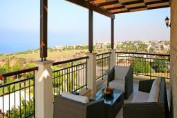 Кипр, Афродита Хиллз : Шикарная вилла с 4-мя спальнями, с бассейном, с красивым зелёным садом с патио, расположена в Афродита Хиллз