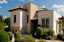 Кипр, Афродита Хиллз : Комфортабельная вилла в Афродита Хиллз с 3-мя спальнями, с бассейном и патио