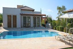 Кипр, Афродита Хиллз : Уютная вилла с 3-мя спальнями, с бассейном,  с тенистой террасой с патио, расположена в Афродита Хиллз