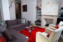 Гостиная. Кипр, Афродита Хиллз : Вилла с 3-мя спальнями, с бассейном и приватным двориком, расположена в Афродита Хиллз