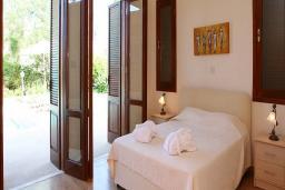 Кипр, Афродита Хиллз : Очаровательная вилла с 2-мя спальнями, с бассейном, зелёным садом и барбекю, расположена в Афродита Хиллз
