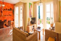 Кипр, Афродита Хиллз : Вилла с видом на море, с 3-мя спальнями, с бассейном, солнечной террасой с патио и барбекю, расположена в Афродита Хиллз