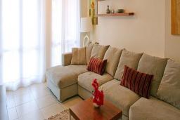 Кипр, Афродита Хиллз : Вилла с 3-мя спальнями. с бассейном и патио, расположена в Афродита Хиллз