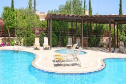 Кипр, Афродита Хиллз : Таунхаус с 3-мя спальнями, в комплексе с общим бассейном, расположен в Афродита Хиллз