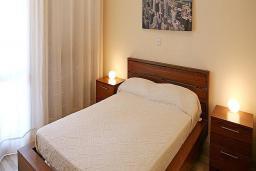 Кипр, Афродита Хиллз : Вилла с 2-мя спальнями, с бассейном, тенистой террасой с патио, расположена в Пафосе