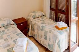 Кипр, Афродита Хиллз : Красивая вилла с 2-мя спальнями,  с бассейном, зелёным двориком с барбекю, расположена в Афродита Хиллз