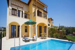 Кипр, Афродита Хиллз : Уютная вилла с видом на море, с  2-мя спальнями, с бассейном и красивым садом, расположена в Афродита Хиллз