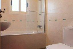 Ванная комната. Кипр, Айос Тихонас Лимассол : Шикарный апартамент в 20 метрах от пляжа, с балконом и видом на море, с двумя гостиными, тремя отдельными спальнями и двумя ванными комнатами