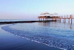 Пляж Le Meridien Beach в центре Лимассола