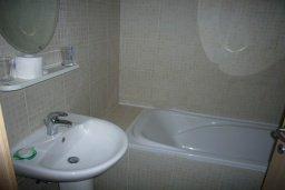 Ванная комната. Кипр, Гермасойя Лимассол : Мезонет с гостиной и двумя отдельными спальнями