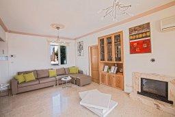 Гостиная. Кипр, Санрайз Протарас : Роскошная вилла с 5-ю спальнями, с бассейном, беседкой с летней кухней и тренажерным залом