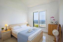 Спальня 2. Кипр, Пернера : Великолепная современная вилла с панорамным видом на Средиземное море, с 4-мя спальнями, приватной зелёной территорией с патио и барбекю, расположена на побережье около пляжа Kalamies Beach