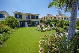 Территория. Кипр, Пернера : Великолепная современная вилла с панорамным видом на Средиземное море, с 4-мя спальнями, приватной зелёной территорией с патио и барбекю, расположена на побережье около пляжа Kalamies Beach