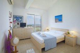 Спальня 4. Кипр, Пернера : Великолепная современная вилла с панорамным видом на Средиземное море, с 4-мя спальнями, приватной зелёной территорией с патио и барбекю, расположена на побережье около пляжа Kalamies Beach
