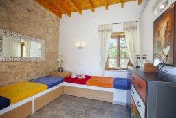 Спальня 2. Кипр, Месоги : Традиционная каменная вилла у  живописного поселка Mesogi с 2-мя спальням и двориком, местом для барбекю и парковкой