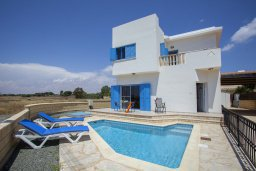 Фасад дома. Кипр, Сиренс Бич - Айя Текла : Вилла с 3-мя спальнями, с бассейном и барбекю, расположена у аквапарка Waterworld