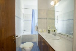 Ванная комната. Кипр, Сиренс Бич - Айя Текла : Вилла с 3-мя спальнями, с бассейном и барбекю, расположена у аквапарка Waterworld