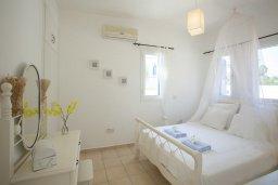 Спальня. Кипр, Каво Марис Протарас : Просторная вилла на берегу моря с 4-мя спальнями, с частным бассейном, внутренним двориком с современной садовой мебелью