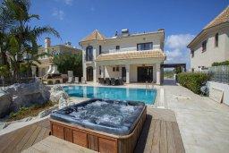 Территория. Кипр, Каппарис : Шикарная вилла на побережье с бассейном и уличным джакузи, с видом на море,  расположена всего в нескольких метрах от пляжа Malama Beach