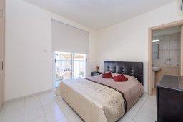 Спальня. Кипр, Пернера : Просторная современная вилла с 3-мя спальнями, с бассейном с подогревом, солнечной террасой и барбекю