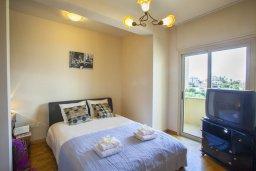 Спальня. Кипр, Ларнака город : Апартамент возле пляжа с шикарным видом на море, с большой гостиной и 3-мя спальнями