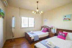 Спальня 2. Кипр, Ларнака город : Апартамент возле пляжа с шикарным видом на море, с большой гостиной и 3-мя спальнями