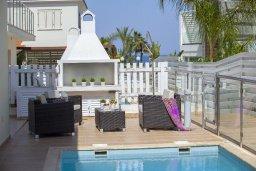 Территория. Кипр, Пернера : Вилла на берегу моря с 3-мя спальными, с бассейном, барбекю и солнечной террасой, расположена у красивого пляжа с белым песком Pernera