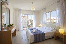 Спальня 2. Кипр, Пернера : Вилла на берегу моря с 3-мя спальными, с бассейном, барбекю и солнечной террасой, расположена у красивого пляжа с белым песком Pernera