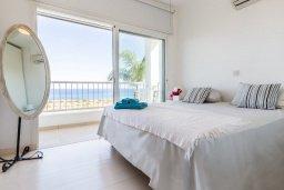 Спальня. Кипр, Коннос Бэй : Вилла у моря в стиле Греческих островов, с большим садом и меблированной террасой с барбекю