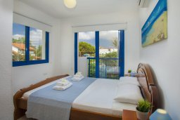 Спальня. Кипр, Пернера : Уютная красивая вилла с 2-мя спальнями, с просторным зелёным двориком,  с крытой меблированной террасой и барбекю