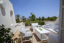 Терраса. Кипр, Санрайз Протарас : Традиционная вилла с 2-мя спальнями, с уютным двориком,  меблированной верандой с великолепным видом на море, расположена в самом центре Протараса