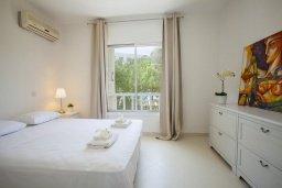 Спальня. Кипр, Санрайз Протарас : Традиционная вилла с 2-мя спальнями, с уютным двориком,  меблированной верандой с великолепным видом на море, расположена в самом центре Протараса