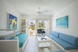 Гостиная. Кипр, Санрайз Протарас : Традиционная вилла с 2-мя спальнями, с уютным двориком,  меблированной верандой с великолепным видом на море, расположена в самом центре Протараса