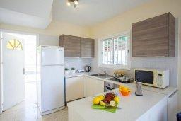 Кухня. Кипр, Менеу : Уютная вилла с 2-мя спальнями, с зеленым двориком и патио с барбекю